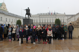 przed-palacem-prezydenckim